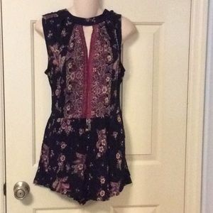 Size m shorts romper floral black NWT